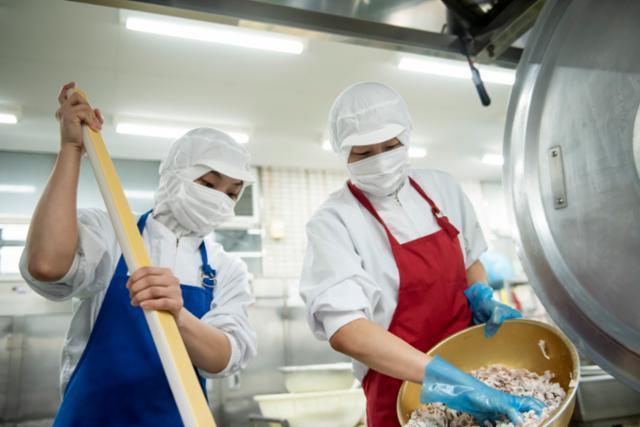 ★大神宮下駅近くの学校給食の画像・写真